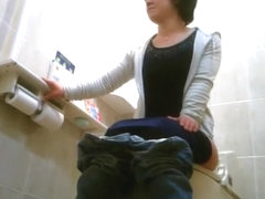 Hidden cam in japanese public toilet