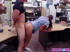 Horny chick having a quick cash for her pussy