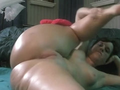 Rubbing my oiled snatch