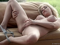 Melanie Gold in Pure GoldVideo