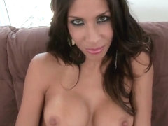 A Latina MILF gets her pussy by a real pro