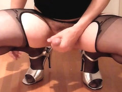 Crossdresser wanking in pantyhoase and cum on highheels