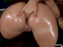 Big Wet Butts: Creampie On A Divine Ass