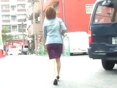 Asian lady got her ass out on the street by a street shark