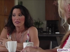 Horny MILF Lezley Zen gives sex lesson in threesome sex way