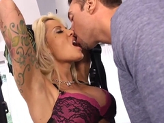 Pretty chick Helly Hellfire gets Rocco Reed's dick