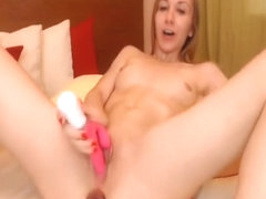 Beautiful Sexy Babe Loves Drilling Her Asshole